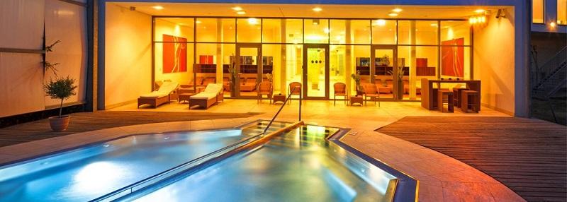 therme laa hotel spa in laa an der thaya austria. Black Bedroom Furniture Sets. Home Design Ideas